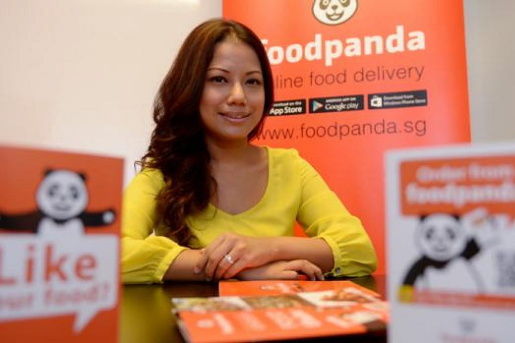 MAHU TERUS MEMPERTINGKAT MUTU: Cik Zarina Yamaguchi, ketua penjualan di Foodpanda Singapore, mahu memperkenalkan penghantaran sarapan pula kelak kepada pelanggannya. - Foto TUKIMAN WARJI