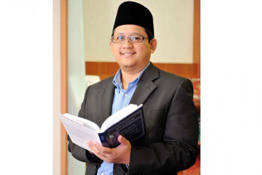 """""""Jangan bergaduh di antara kita. Memang ada pandangan yang berbeza di kalangan ulama, jadi terpulang... Kalau saya, jika ada orang bukan Islam yang beri salam dan saya kenal orangnya dan salamnya bukan mahu menghina saya sebagai orang Islam, saya akan jawab """"waalaikumus salam""""."""" – Mufti Dr Mohamed Fatris Bakaram"""