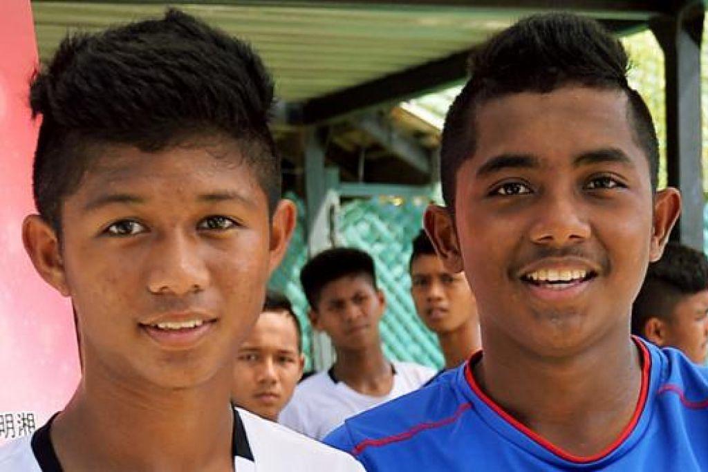 TURUT MENYERLAH: Muhammad Aiman Danish (kiri) adalah pemain sayap FUFC manakala Diego Armando Mikhail Rumlus adalah pemain pertahanan. - Foto KHALID BABA