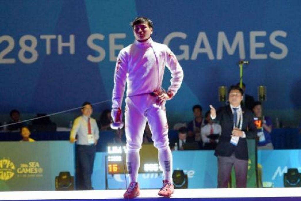 PERAK PERTAMA: Lim Wei Wen memenangi pingat pertama negara dalam acara perseorangan epee.
