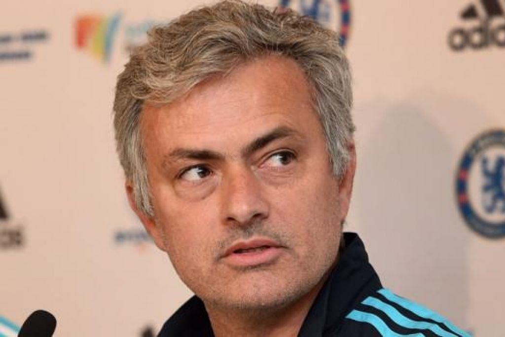 DUA SETERU: Kejayaan Arsene Wenger memenanagi Piala FA dengan bergaya  sekali gus memecah rekod, tidak sedikit pun mengubah sikap Jose Mourinho (gambar) yang enggan mengucapkan tahniah. - Foto-foto AFP, REUTERS