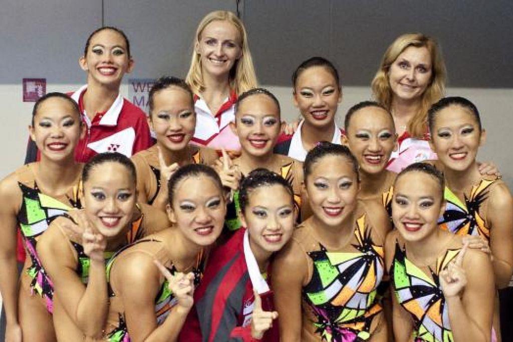 GADIS EMAS KOLAM RENANG: Pasukan renang berirama Singapura memenangi pingat emas kedua berturut-turut dalam dua hari.