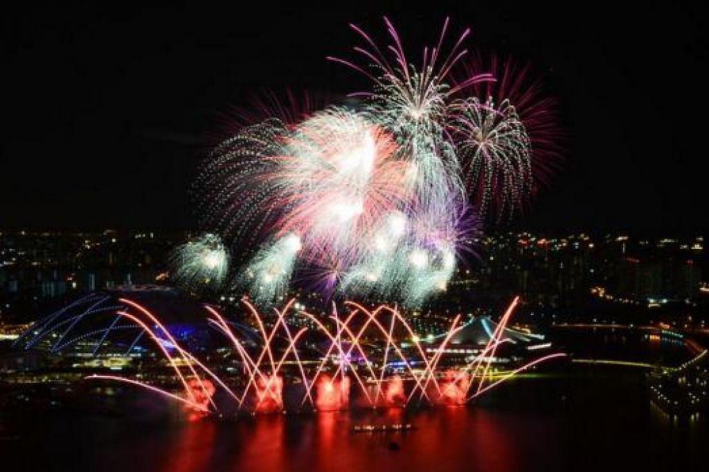 PERTUNJUKAN bunga api menerangi angkasa Hab Sukan Singapura.