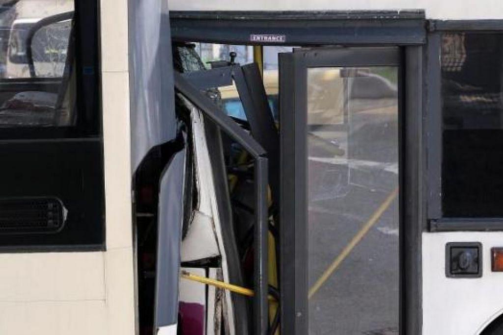 BERTEMBUNG: Sebuah bas SMRT dan dua bas SBS Transit berlanggar semasa melalui arah yang sama pagi semalam di Changi Road berhampiran Masjid Kassim. - Foto-foto SHIN MIN