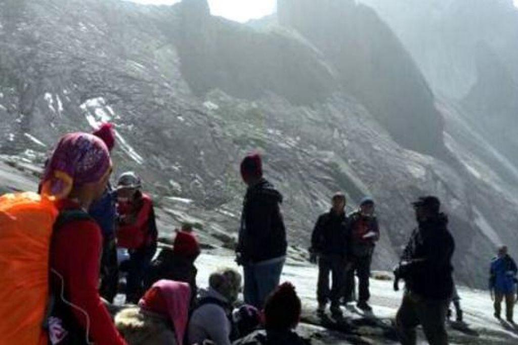 TERPERANGKAP: Pendaki Gunung Kinabalu terkandas selepas gempa bumi sekuat 5.9 pada skala Richter melanda Sabah. - Foto INTERNET
