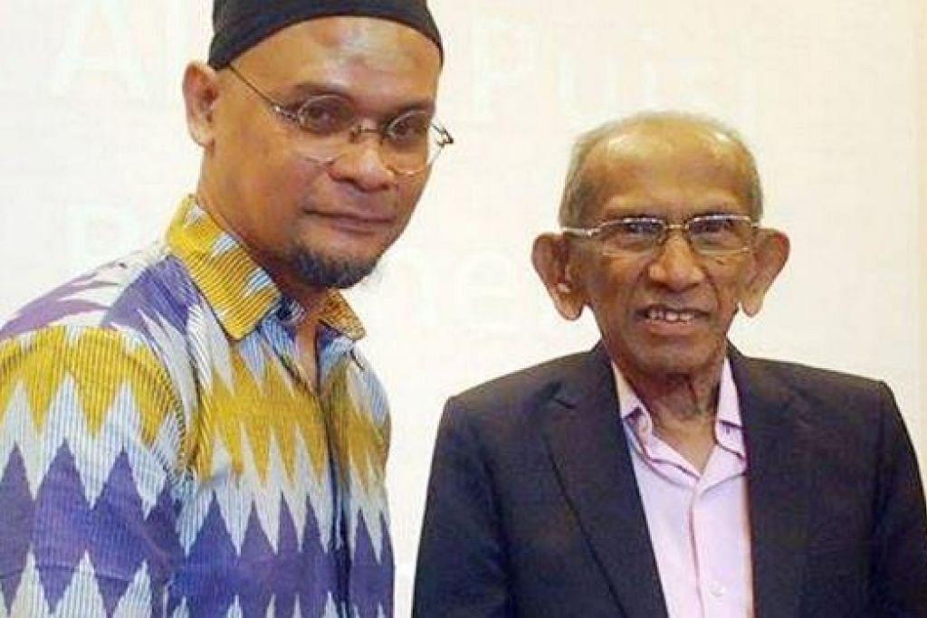 PERASMIAN BUKU ALAM PUISI BERMELODI: Mohd Khair Mohd Yasin (kiri) bersama Cikgu Yusnor Ef, Pengerusi Perkamus. – Foto NURUL IZNI ROSMANI