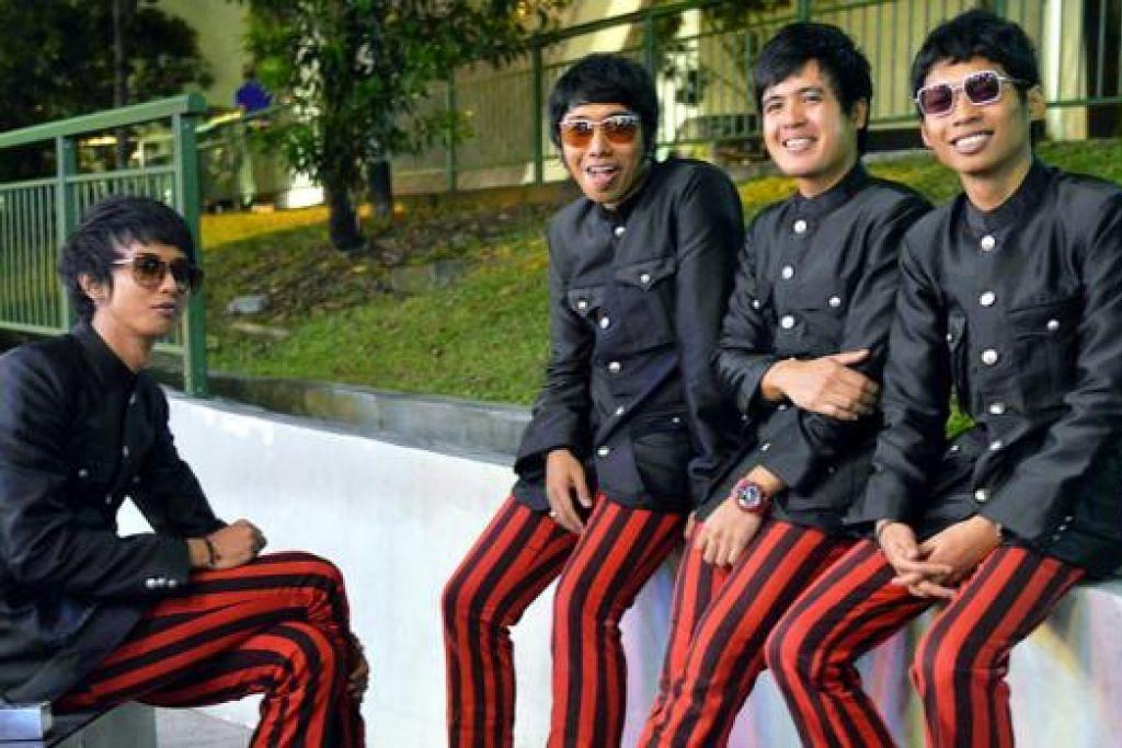 TIMBA PENGALAMAN: Band rock n' roll setempat, The Pinholes - (dari kiri) pemain bes, Muhammad Ridhwan Roslan (Wando Diao), vokalis dan pemain gitar Mohamad Famie Suliman (Famie); pemain gitar dan vokal, Hailrul Shaharudin Hanafiah (Dd); dan pemain dram Muhammad Shari Ismail (Shari) - berharap mendapat lebih banyak peluang membuat persembahan di luar negara supaya dapat menimba pengalaman. - FOTO KHALID BABA