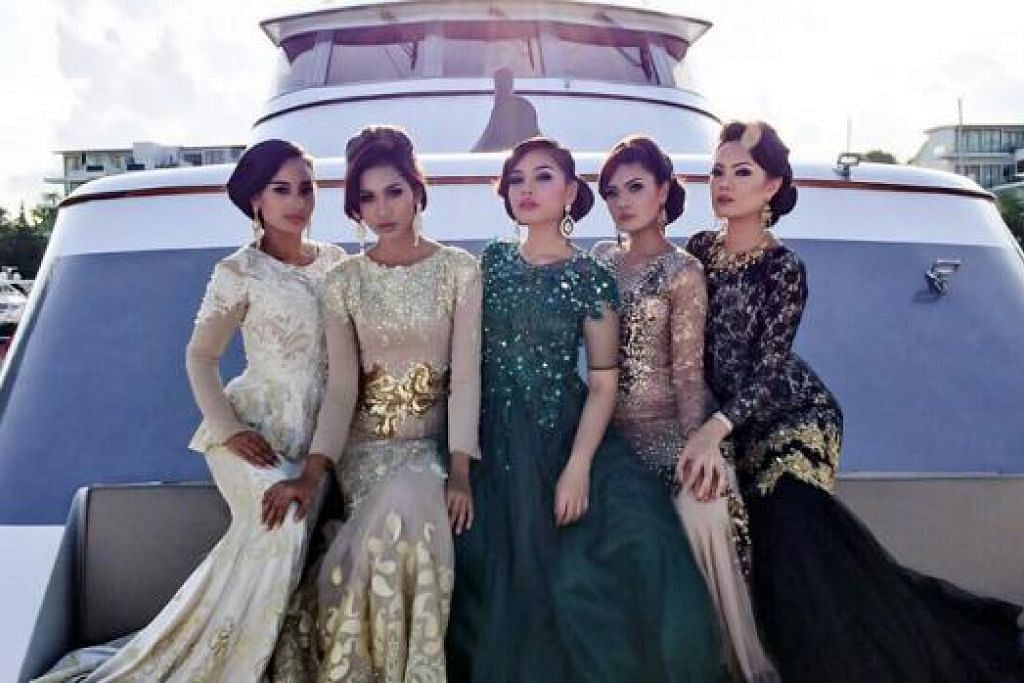 PILIHAN MEMPELAI: Bakal mempelai boleh memilih busana dres panjang berwarna-warni bagi hari perkahwinan mereka. - Foto-foto SID EVENTS PTE LTD