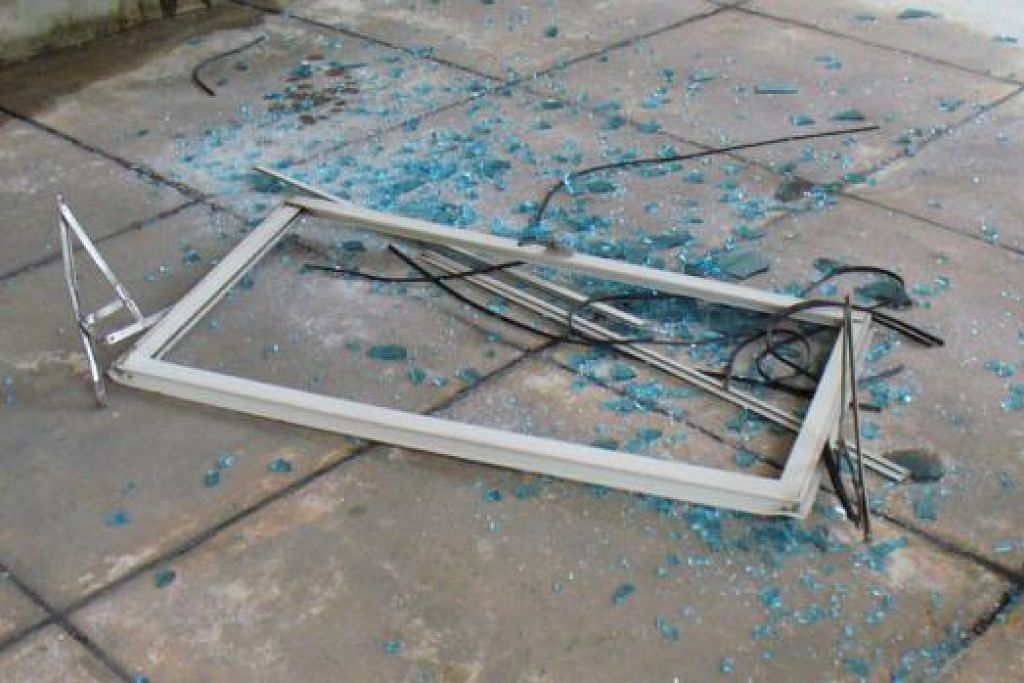 BOLEH DIELAK: Sebanyak 17 kes tingkap jatuh dilaporkan sejak awal tahun ini - lebih rendah berbanding 27 kes dalam tempoh yang sama tahun lalu. - Foto BUILDING AND CONSTRUCTION AUTHORITY