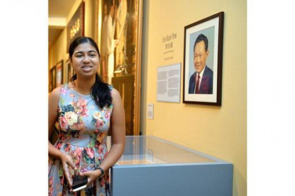 MENYUSURI SEJARAH TOKOH-TOKOH PERANAKAN: Pembantu Kurator Muzium Peranakan, Cik Maria Khoo Joseph, di ruang pameran yang turut memaparkan gambar Perdana Menteri Pengasas mendiang Encik Lee Kuan Yew (kanan), yang berketurunan Peranakan. - Foto M.0. SALLEH