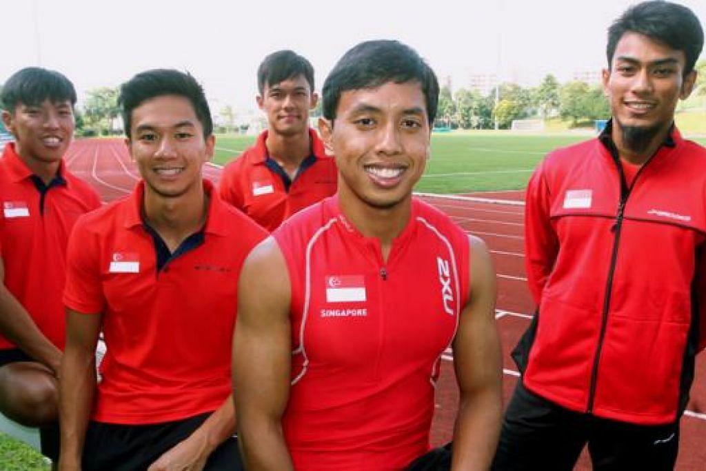 ENGGAN TERKILAN LAGI: Pasukan 4x100 meter berganti-ganti lelaki memburu pingat emas setelah tiga kali berpuas hati dengan pingat perak. - Foto fail