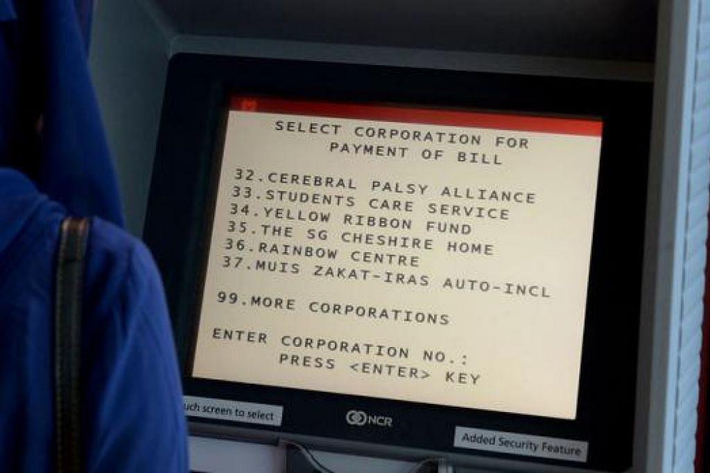 MANFAAT TEKNOLOGI: Selain eNets, AXS, OCBC dan CIMB, Muslim kini boleh membayar zakat melalui lebih 1,100 ATM DBS dan POSB di serata negara. - Foto TUKIMAN WARJI