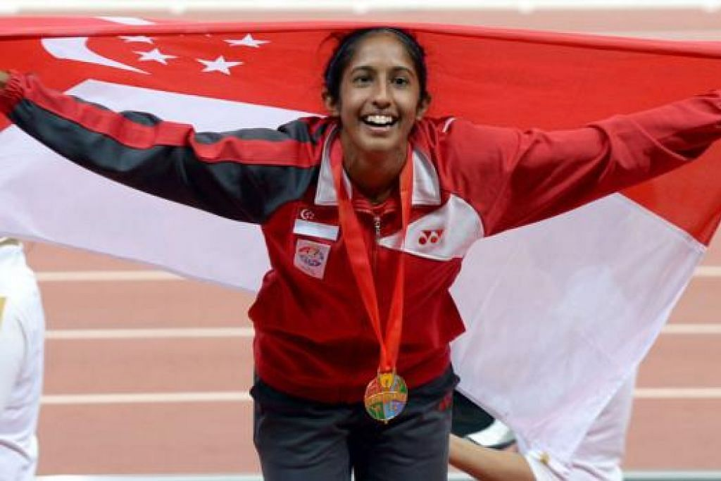 CIPTA SEJARAH: Shanti Pereira mengukir sejarah selepas menang acara pecut 200 meter sekali gus mengulangi pencapaian legenda pecut negara Glory Barnabas pada 1973. - Foto TAUFIK A. KADER