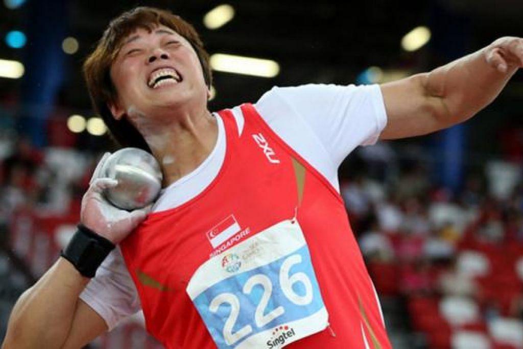 KEKALKAN EMAS: Kejayaan Zhang Guirong memenangi pingat emas melontar peluru semalam juga merupakan kali ketujuh beliau menjuarai acara itu di Sukan SEA. - Foto SINGSOC/REUTERS