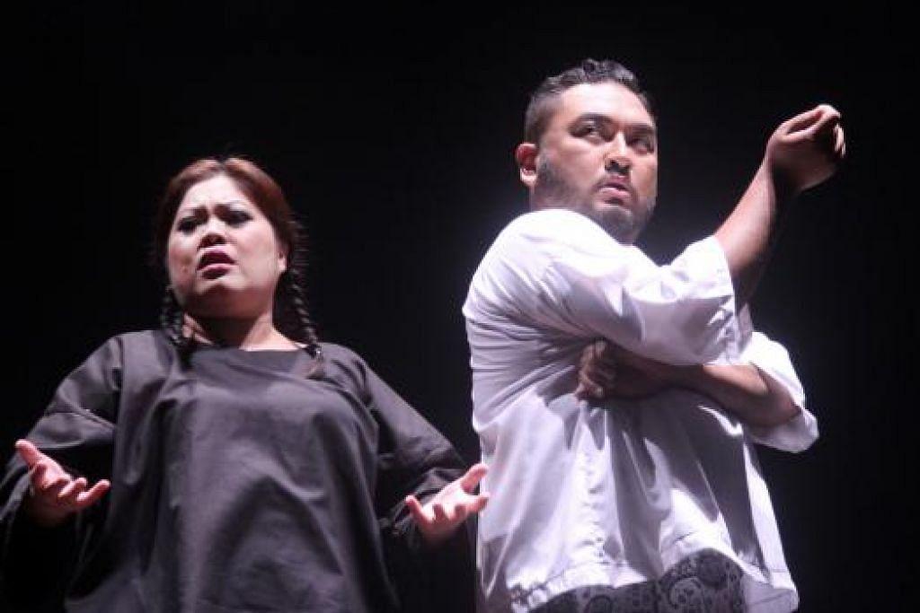 NURANI: Adib Kosnan (kanan) sebagai Nur dan Dalifah Shahril sebagai Ani bersahaja membawa watak dalaman dengan gaya selamba dan menghiburkan. - Foto-foto TEATER KAMI