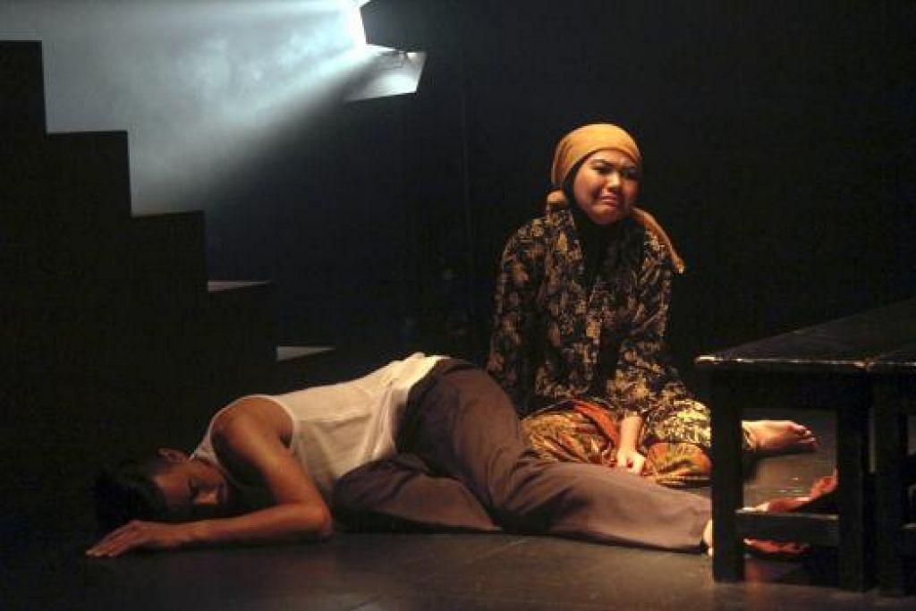 BERKESAN: Nabilah Moen dan Hilsham Helzie membawa watak 'mama' dan 'abah' dengan baik.