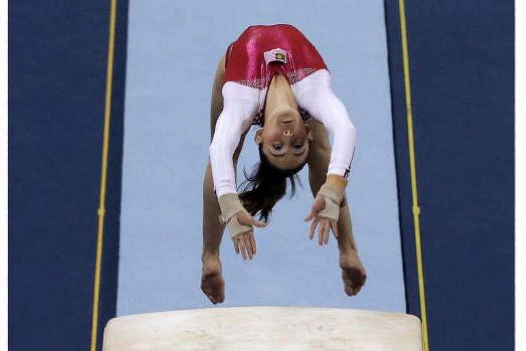 UNDANG KONTROVERSI: Atlit gimnastik Malaysia, Farah Ann, dikritik meskipun sumbang lima pingat untuk negaranya. - Foto SINGSOC