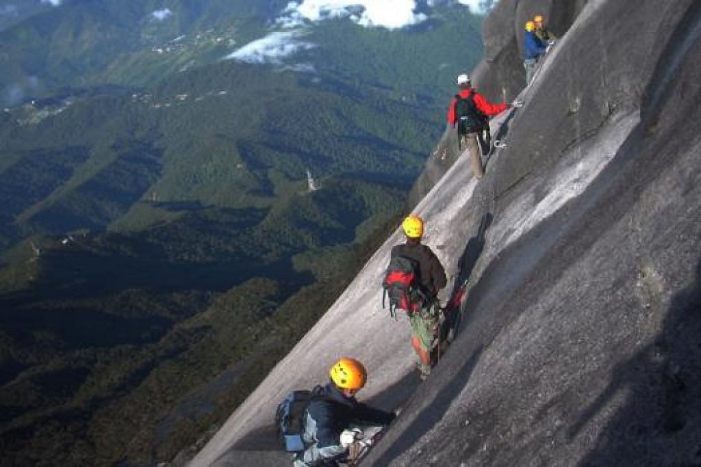PENGALAMAN NGERI: Encik Hillary Augustinus menceritakan tragedi semasa gempa yang menjejaskan laluan Via Ferrata di Gunung Kinabalu. - Foto MOUNTAIN TORQ