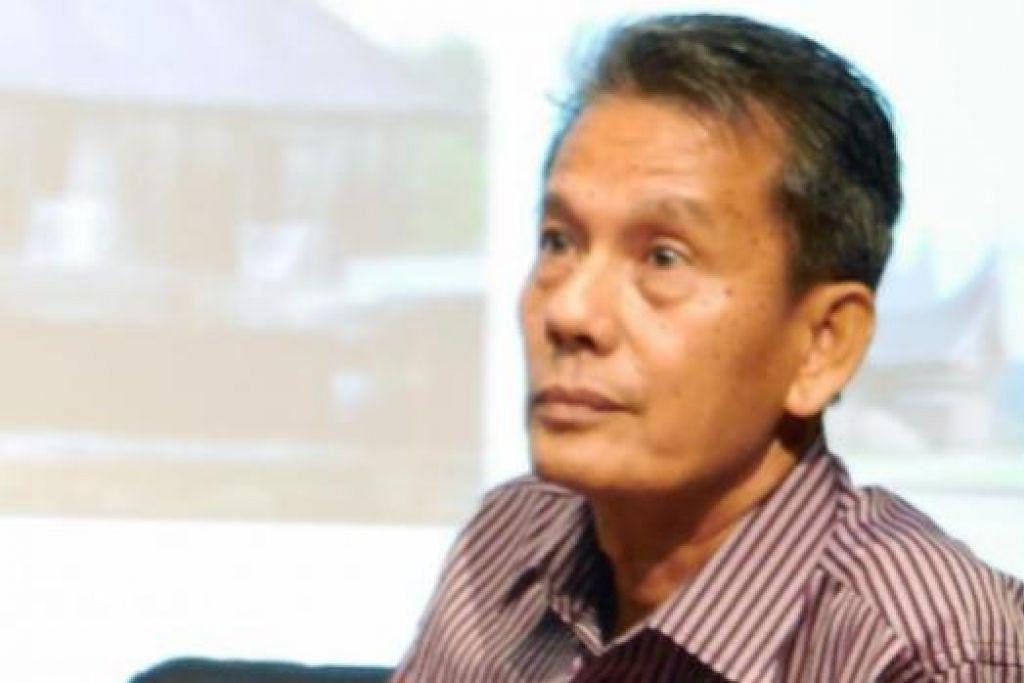 PAKAR SENI BINA: Encik Hasmurdi Hassan, lulusan kejuruteraan Indonesia, telah menghasilkan banyak makalah dan juga buku untuk mengupas keindahan dan keunikan rumah Minangkabau yang sesuai sepanjang masa.