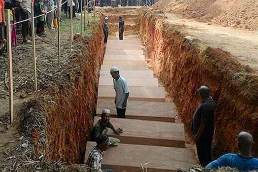 DISEMADIKAN: Pelarian Rohingya yang menjadi mangsa pemerdagangan manusia dikebumikan di Tanah Perkuburan Islam Lama Kampung Tualang, Pokok Sena. - Foto ASTRO AWANI
