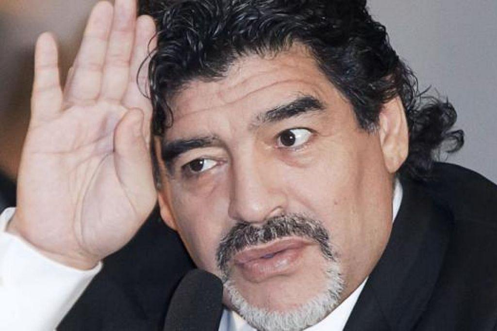 DIEGO MARADONA: Menyahut saranan Presiden Venezuela menjadi calon bagi jawatan presiden Persekutuan Persatuan Bola Sepak Antarabangsa (Fifa). - Foto AFP