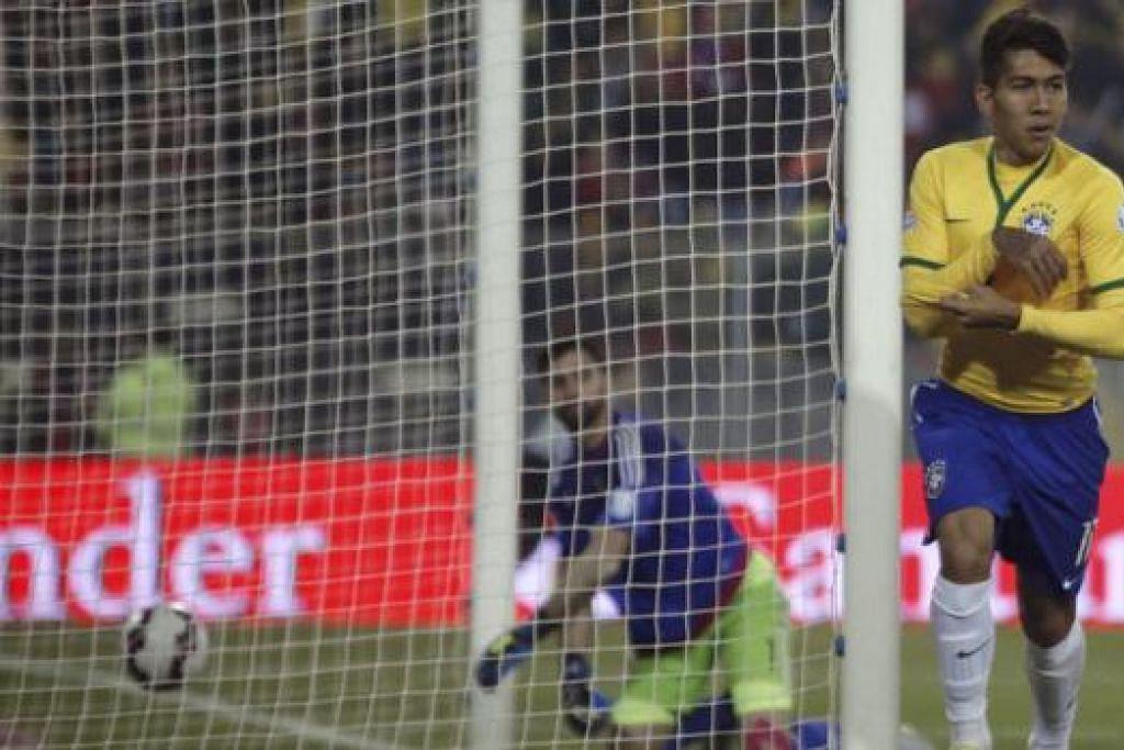 TEMUI SASARAN: Firmino meraikan golnya semasa membantu Brazil menewaskan Venezuela 2-1 di Copa Amerika pada Ahad lalu - kemenangan yang menjamin langkah pasukan negaranya di pusingan suku akhir kejohanan itu. - Foto REUTERS
