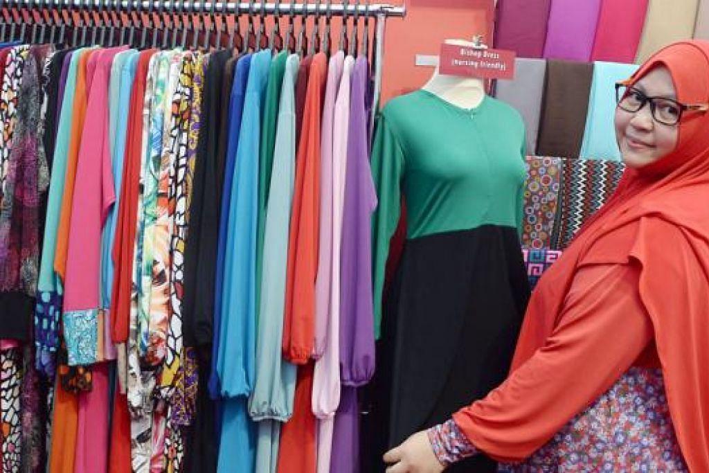 PENGALAMAN POSITIF: Pemilik butik Princess Arabia Fashion di Joo Chiat Complex dan Tanjong Katong Complex, Cik Farhana Ghalib Abdat, yang khusus menjual tudung, melihat penjualannya di bazar kukuh saban tahun. Pemilik Ilham Collections, Cik Asyiqin Jumato (gambar), pula mendapati perniagaan di bazar membantu merangsang penjualan memandangkan kedainya terpaksa ditutup awal setiap Ramadan ekoran tidak ramai pelanggan. - Foto-foto TAUFIK A. KADER