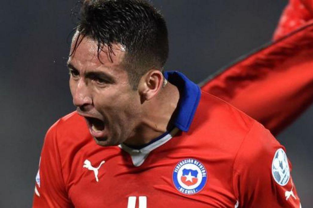 JARING GOL KEMENANGAN: Pemain Chile, Mauricio Isla, menunjukkan reaksi selepas menjaringkan gol kemenangan pasukannya ke atas Uruguay. - Foto AFP