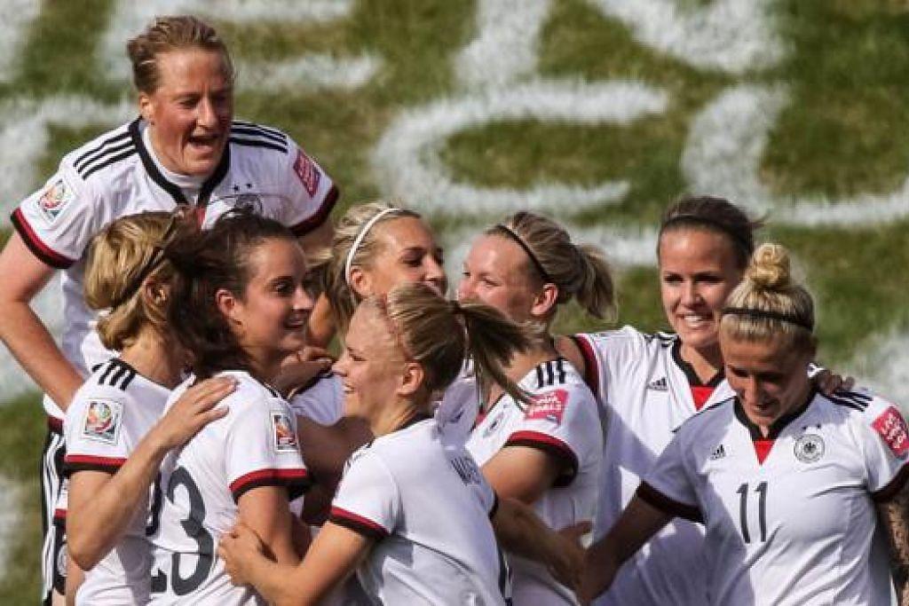 GERGASI BOLA SEPAK WANITA: Pemain Jerman meraikan jaringan dalam perlawanan menentang Ivory Coast pada peringkat kumpulan. - Foto AFP