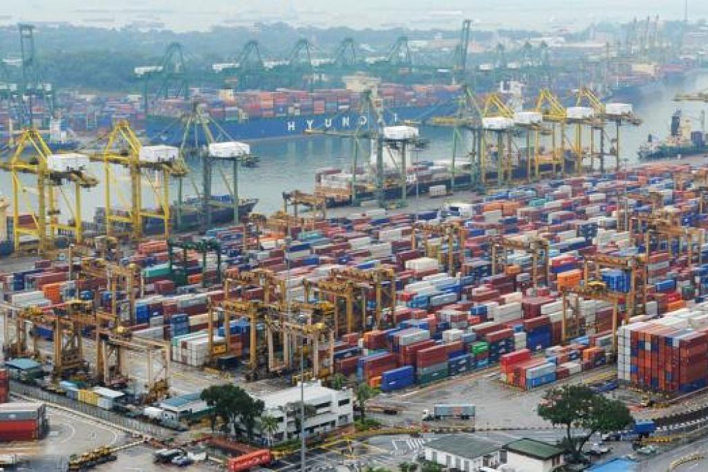 BERKEMBANG PESAT: Pelabuhan PSA berkembang dengan pesat - daripada sebuah pelabuhan serantau kecil kepada pelabuhan kedua tersibuk di dunia. - Foto fail