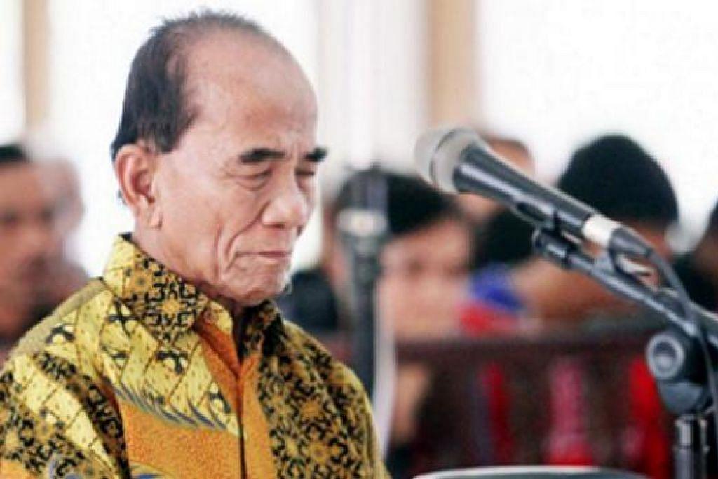 TERIMA HUKUMAN: Panel hakim di Mahkamah Rasuah Bandung mendapati Annas bersalah atas dua tuduhan rasuah. - Foto JAKARTA POST
