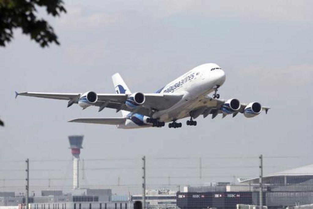 BANGKIT SEMULA: Syarikat Penerbangan Malaysia Berhad perlu dibangkitkan semula selepas menanggung rugi dan terjejas imejnya. – Foto hiasan