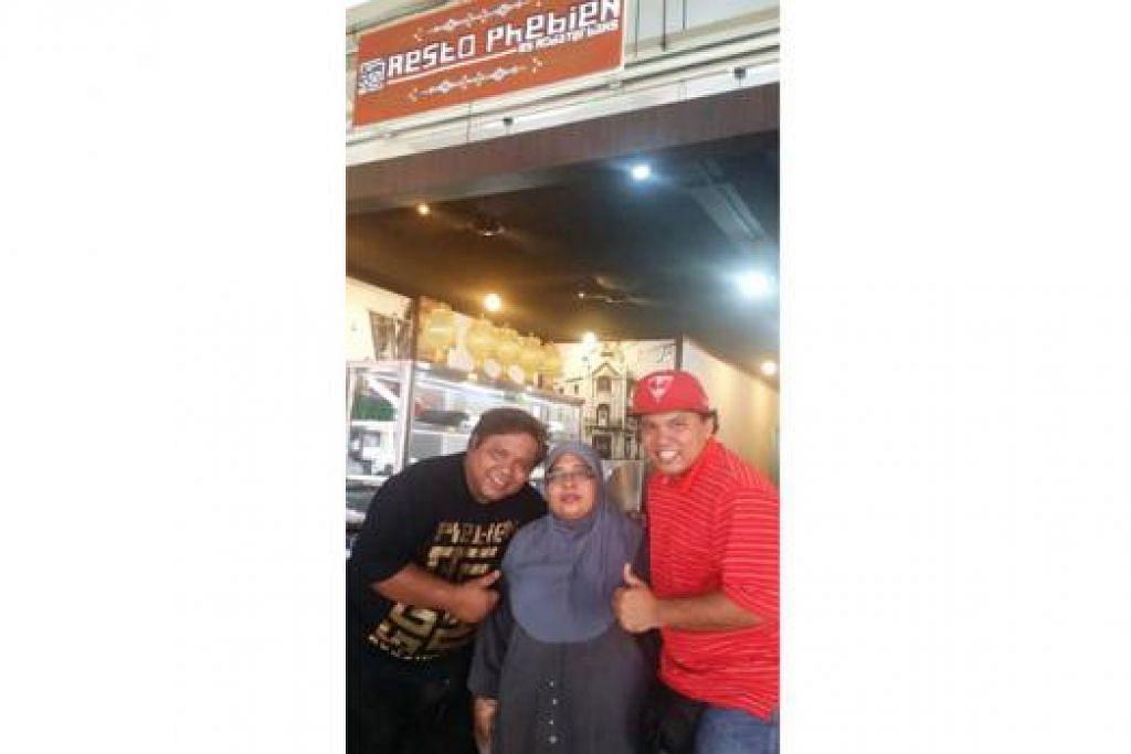 MASAKAN BAWEAN ASLI: Cik Rusni diapit dua anaknya, Encik Mohamad Zuraini Hamsani (kiri) dan Encik Mohamad Sarwani (kanan) yang membuka restoran masakan Bawean di Changi Village Road. – Foto-foto KULINARY AFFAIRS