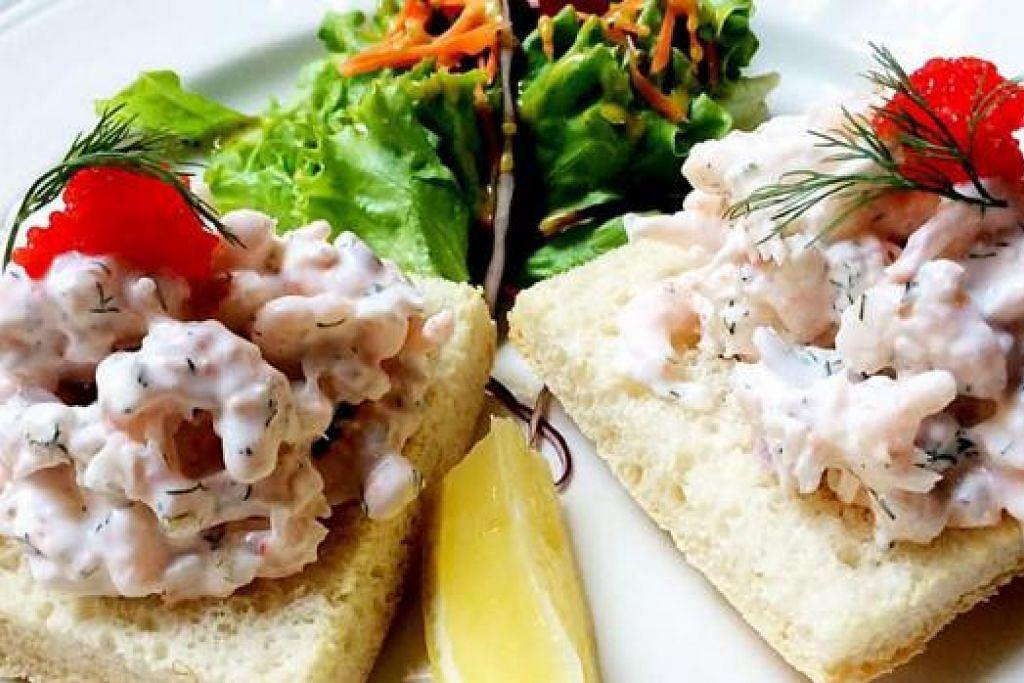 TOAST SKAGEN: Roti bakar dimakan bersama udang air tawar Sweden yang digaul dengan herba dill, mayones, telur ikan Swedish dan salad. - Foto-foto KULINARY AFFAIRS
