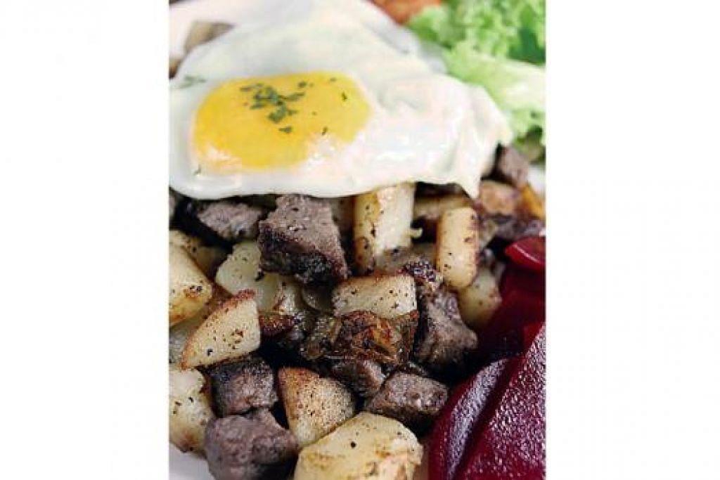 PYTT I PANNA: Potongan dadu kentang ditumis bersama ketulan daging lembu yang amat lembut dan berperisa, dimasak bersama herba dan bawang, telur mata lembu dan jeruk ubi bit. - Foto-foto KULINARY AFFAIRS