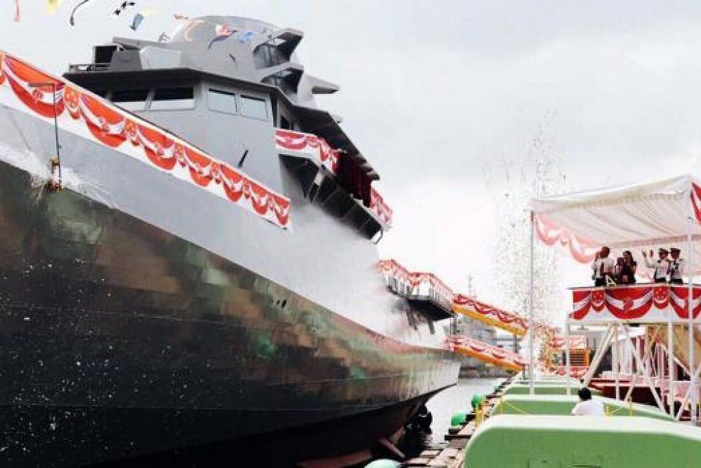 LMV PERTAMA: RSS Independence, sebuah kapal misi pesisir (LMV) pertama Singapura, telah dilancarkan oleh isteri Dr Ng Eng Hen, Cik Ivy Ng. - Foto RSN FACEBOOK