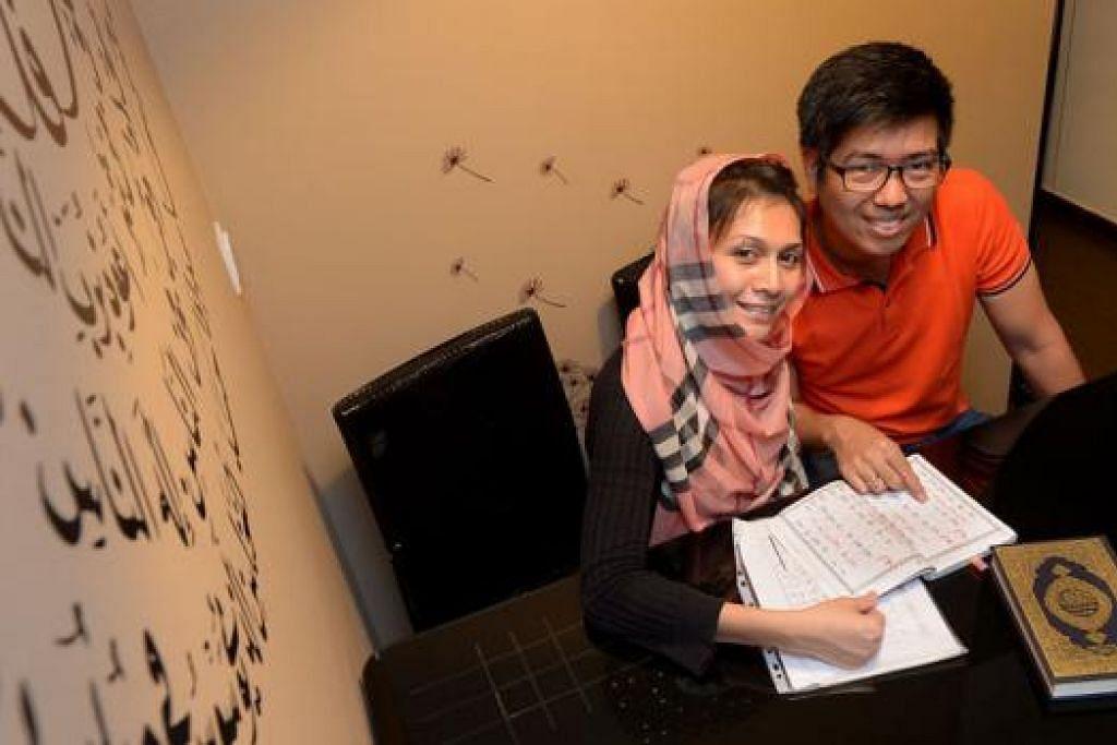 SAMBUT BULAN SUCI: Encik Muhammad Matin Enriquez dan isterinya Cik Norlinda Abdul Razak menyambut Ramadan bersama keluarga secara sederhana setiap tahun. - Foto TUKIMAN WARJI