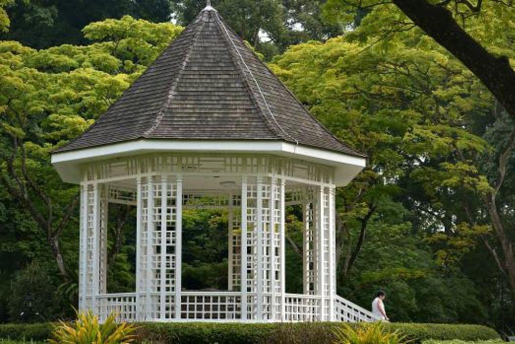 IKON TAMAN BUNGA: Gazebo ini asalnya dibina pada 1930 dan biasanya digunakan bagi persembahan pancaragam. Bagaimanapun, sekarang ia lebih digunakan sebagai lokasi bergambar bagi pasangan pengantin baru.