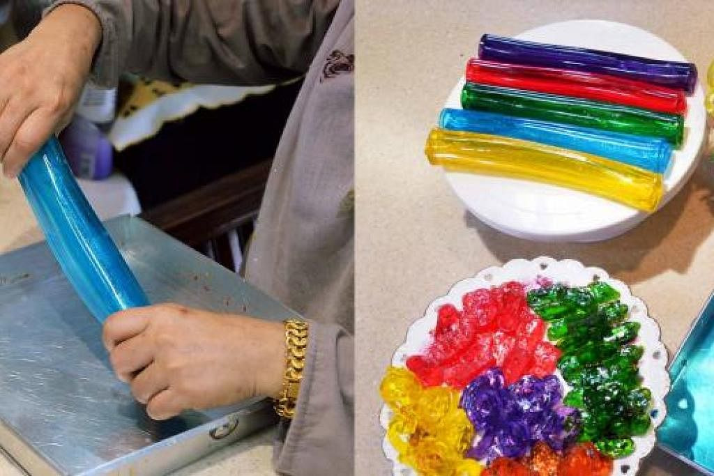 MENARIK: Cef Tania menunjukkan cara menggulung agar-agar kering (kiri). Gambar kanan menunjukkan agar-agar yang sudah digulung kemudian dipotong sebelum dihidangkan. - Foto-foto KHALID BABA