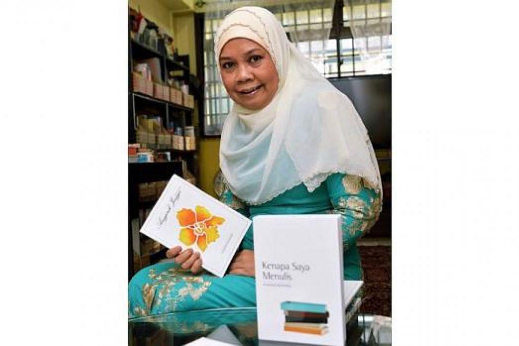 SAMPAIKAN MESEJ POSITIF: Cik Sharifah Mohamed mahu pembaca bersikap positif dengan mengekalkan fitrah mereka dalam karya agar akhirnya menelurkan hasil positif juga. - Foto KHALID BABA