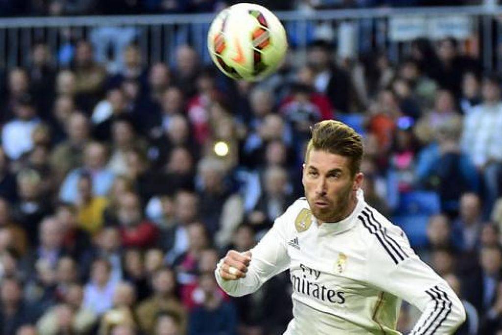 BAKAL MASUK?: Sergio Ramos (atas) boleh menyarung jersi United musim depan, dengan David De Gea sebagai 'pemanis' menyertai Real Madrid. - Foto AFP