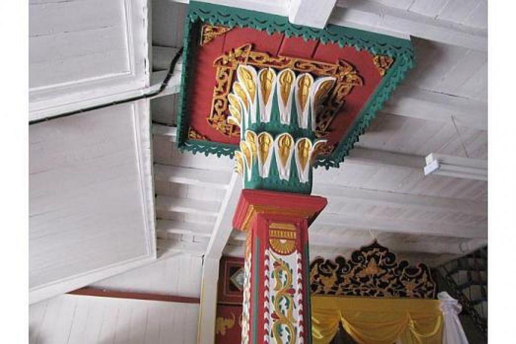 TIANG SERI: Amalan bina rumah tradisional dengan tiang seri atau tiang utama yang berukiran kian jauh daripada masyarakat Melayu hari ini.