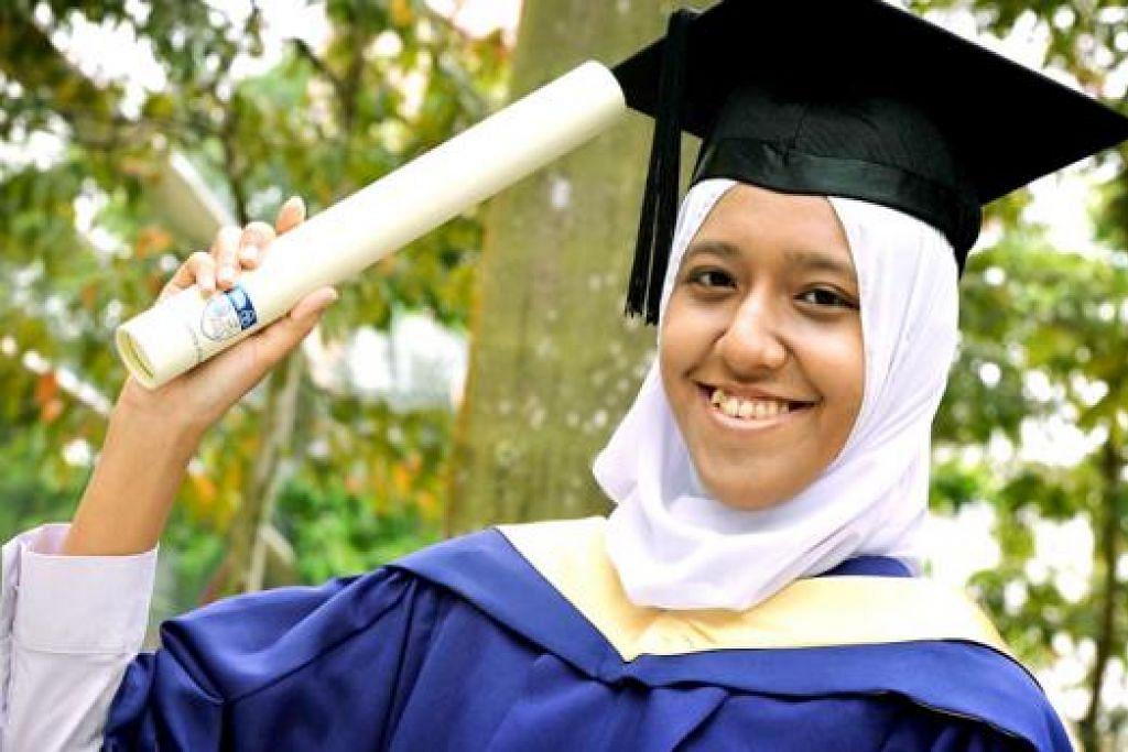 MAHU MEMBERI KELUARGA KEHIDUPAN LEBIH SELESA: Cik Nur Syafiqah merancang melanjutkan pengajian ke peringkat doktor falsafah dan berniat memberi keluarganya kehidupan lebih selesa. - Foto KHALID BABA