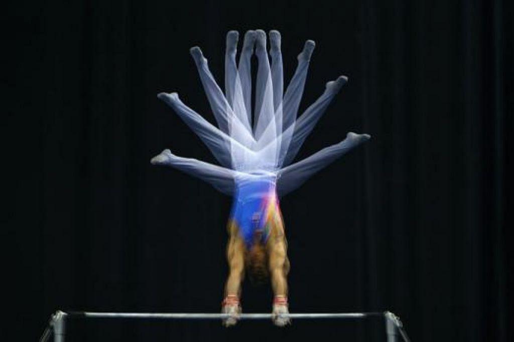 JADI JUARA: Mereka yang menceburi gimnastik turut berpeluang mewakili negara di sukan antarabangsa. – Foto REUTERS