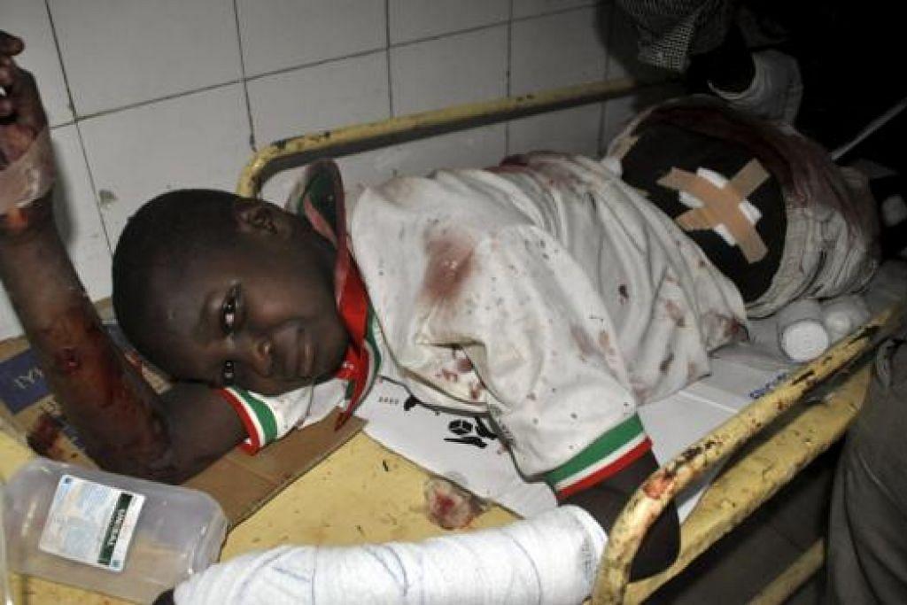 MANGSA SERANGAN: Seorang kanak-kanak cedera dalam serangan bom nekad di Nigeria semalam yang mengorbankan lebih 25 orang. - Foto REUTERS