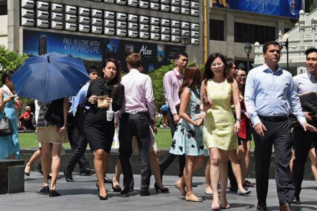 GAJI BUKAN SEGALANYA: Pekerja semakin memilih dan mereka mahukan majikan yang menawarkan peluang peningkatan kerjaya yang tulen. – Foto fail