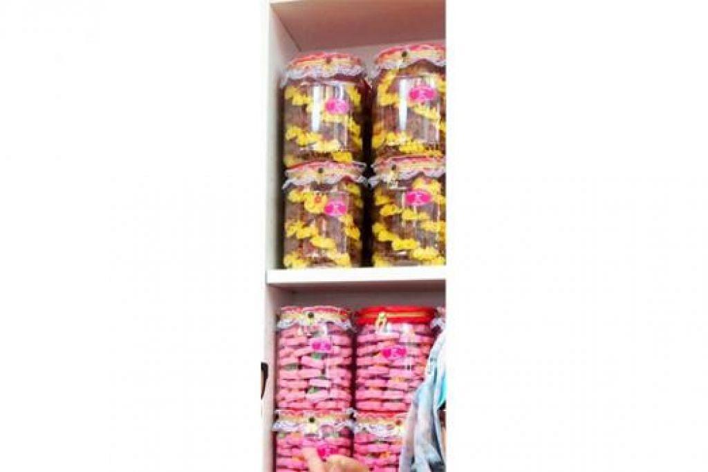 CANTIK DIPANDANG SEDAP DIMAKAN: Puteri Wedding Services juga menawarkan biskut yang pelbagai corak dan perisa. - Foto CEF MEL