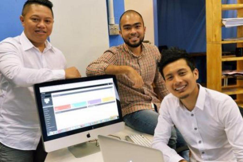GARAP TEKNOLOGI: Encik Firdaus (tengah) serta rakan niaganya (kanan) Encik Mohammad Kamalludin Mohammad Rouzie dan Encik Mohamad Ishmam Jalil menghasilkan wadah baru yang membolehkan pengguna dan peniaga berurusan secara bijak. - Foto fail