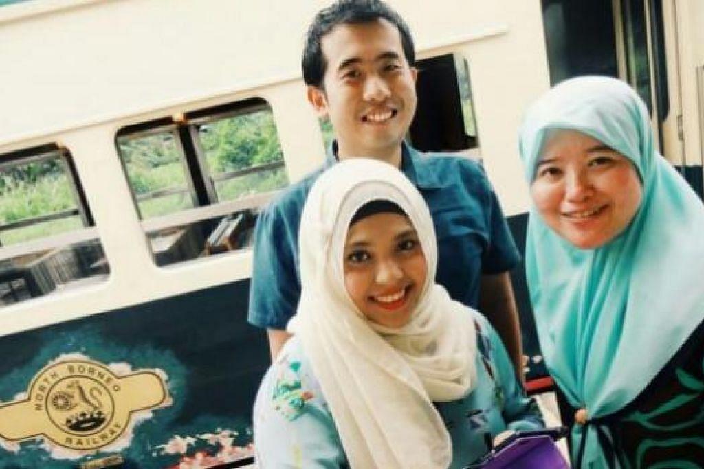 KEMBARA BERSEJARAH: Penulis (kanan) bersama teman-temannya, Hafiz Salleh (tengah) dan Noor Aini Azman menikmati pengalaman kembali ke era silam dalam perjalanan empat jam North Borneo Railway di Sabah.
