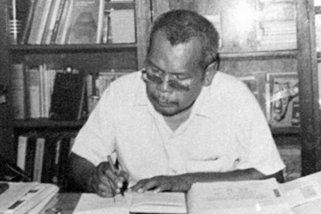 TEMBERANG MEMBINA: Imaginasi perlu dalam penulisan demi menghasilkan karya membina pemikiran dan nilai. - Foto ihsan Cikgu Ariff ketika di Maktab Perguruan (TTC) pada akhir 1960-an.